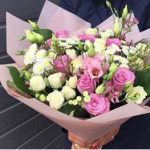 Сборный букет с розами и эустомой R1206