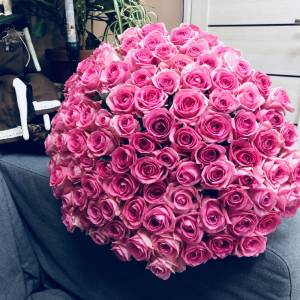 Букет 101 розовая роза с лентами R878