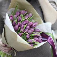 Букет 39 светло-сиреневых тюльпанов в крафте R101