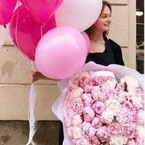 Букет 51 розовых пион и воздушные шары R1093