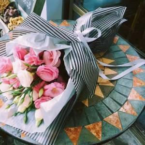 Букет 19 веток розовой эустомы с оформлением R614